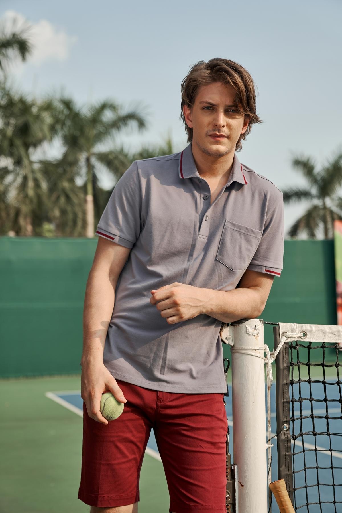 Áo polo nam ( Regularfit) màu ghi DGC - SAP1905M giảm giá 20% còn 340.000 đồng. Các chàng yêu thể thao cũng có thể chọn áo polo màu ghi phối cùng quần short khác màu.