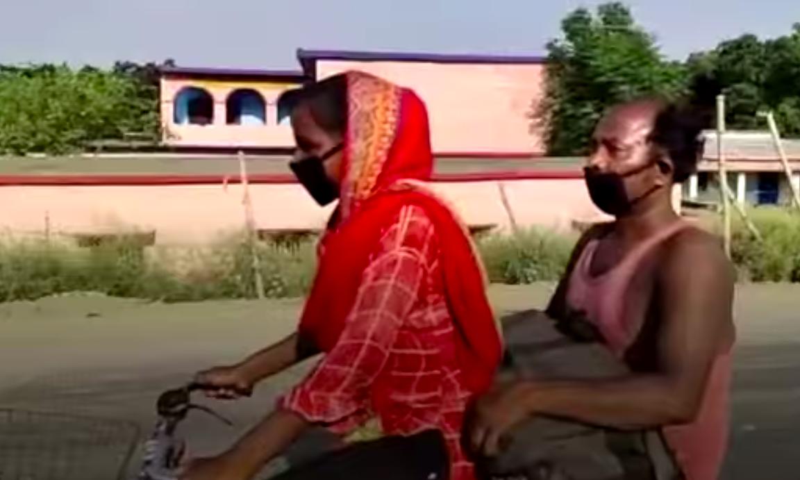 Jyoti đèo bố gần 1.200 km. Ảnh: BBC.