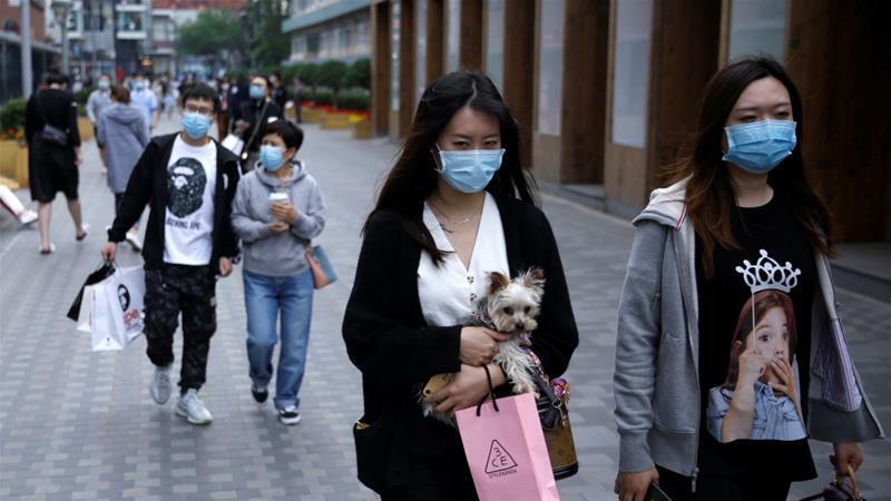 Người tiêu dùng tại một khu mua sắm ở Trung Quốc. Ảnh: Reuters