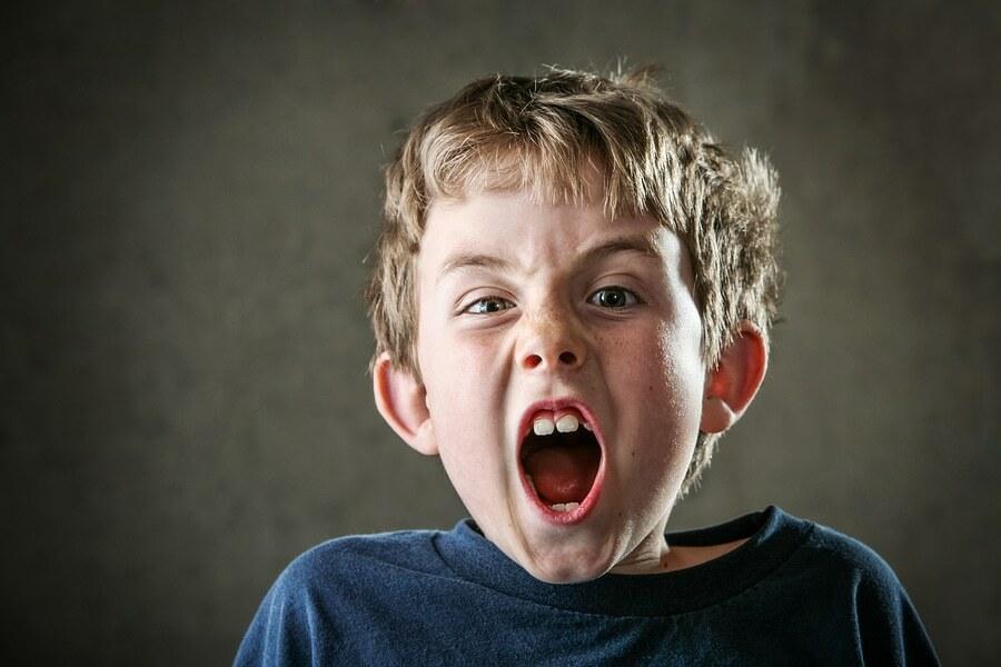 Trạng thái giận dữ, cáu kỉnh hay ăn vạ của trẻ xuất phát từ việc trẻ không biết phải làm gì khi có những cảm xúc mạnh mẽ. Ảnh: Psych Central.