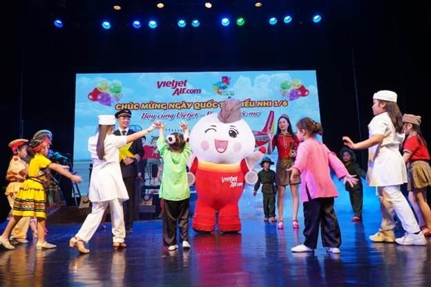 Các vở diễn được các nghệ sĩNhà hát Tuổi trẻ sân khấu hóa trongkhông gian nghệ thuật rực rỡ sắc màu và âm nhạc sôi động.