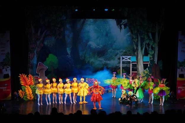 Các nghệ sĩ Nhà hát Tuổi trẻ dàn dựng và biểu diễn luân phiên ba vở nhạc kịch thiếu nhi Vaxilixa và Phù thủy độc ác, Cuộc chiến vô cực và Trống Choai đi đâu thế?, mang lạisân chơi bổ ích, thú vị chogia đình và cácem nhỏ.
