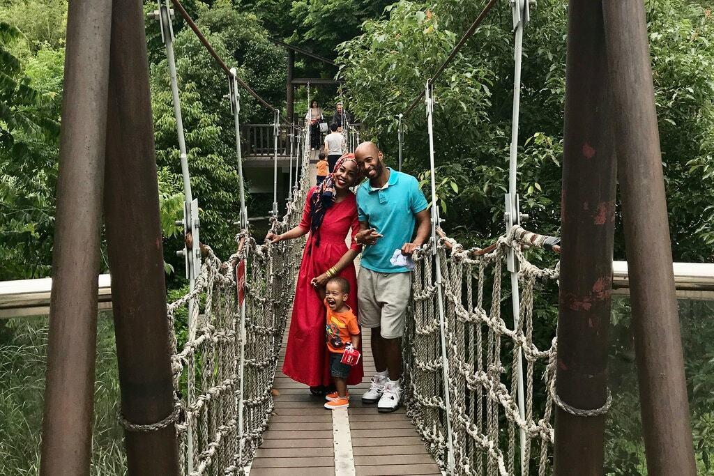 Imani Bashir bên chồng và con trai. Ảnh:Imani Bashir/New York Times.