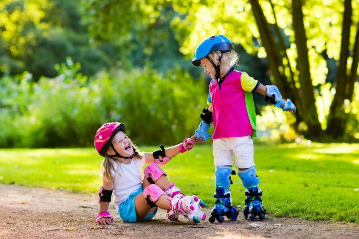 Lời khen là để giúp trẻ có thêm động lực vượt qua thất bại, chứ không phải để an ủi bao bọc trẻ trước những thất bại trong cuộc sống. Ảnh: Parenting.