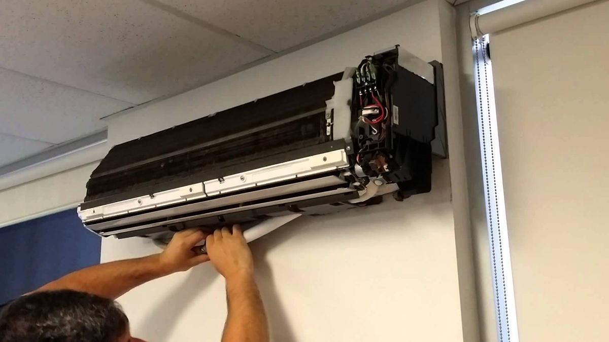 Gọi dịch vụ sửa chữa điều hòa không khí của Daikin, người tiêu dùng có thể yên tâm vì các kỹ thuật viên được Daikin đào tạo và dụng cụ sử dụng theo đúng tiêu chuẩn chính hãng. Ảnh:bestacservice