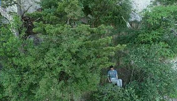 Ông Hoàng bị mắc kẹt tại vách núi sau lần tự tử bất thành. Ảnh:sznews.