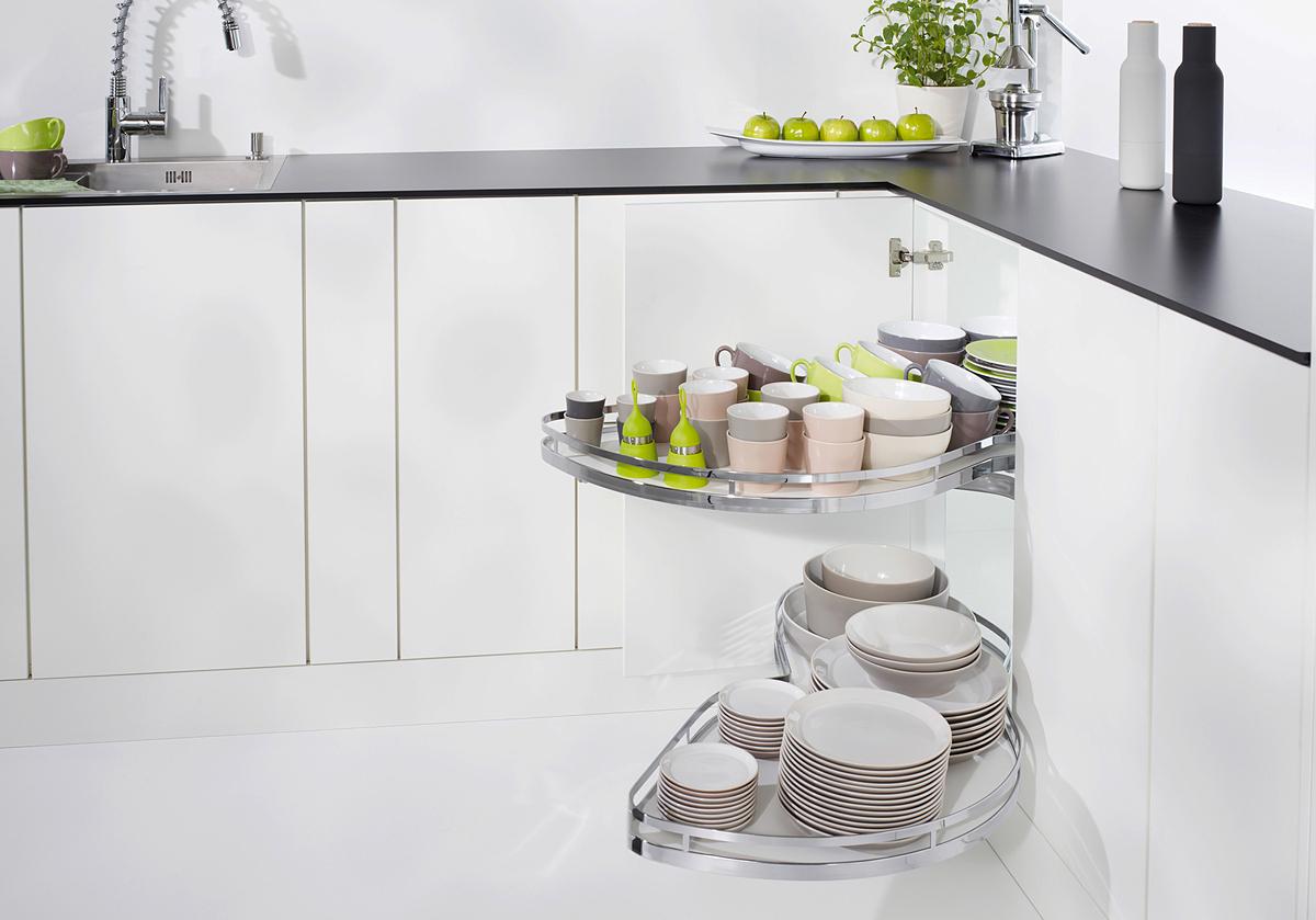 Phụ kiện LeMans của Kesseböhmer do Hafele phân phối tại thị trường Việt Nam giúp tối ưu hóa không gian góc chết của tủ bếp chữ L.