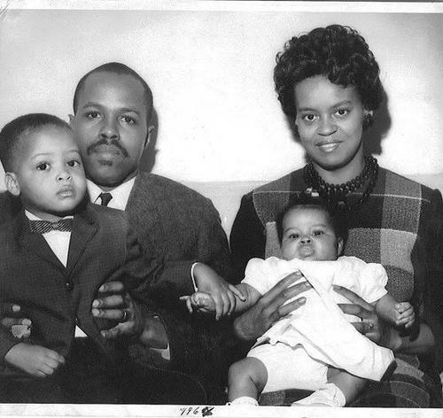 Gia đình củaMichelle Obama khi bà còn nhỏ. Ảnh: ES.