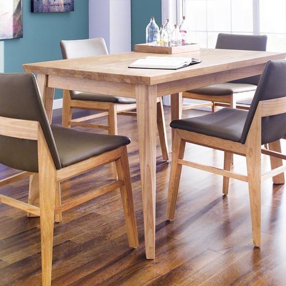 Bộ bàn ăn bốn ghế IBIE Zodax tông màu walnut (nâu hạt dẻ). Nệm ghế tối màu cùng tông tạo sự hài hòa, chống bám bẩn, thích hợp với những gia đình có con nhỏ, dễ làm rơi thức ăn ra bàn, ghế. Bề mặt sản phẩm được gia công tỉ mỉ, láng mịn. Chất liệu gỗ cao su chống mối mọt, cong vênh. Sản phẩm hiện có giá ưu đãi 47% trên Shop VnExpress, giảm còn 4,19 triệu đồng (giá gốc 7,98 triệu đồng).