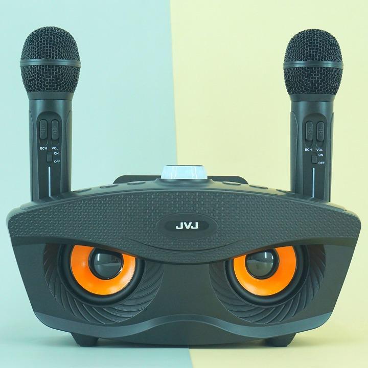 Loa kèm micro JVJ SD306 có thể kết nối bluetooth với hầu hết các thiết bị điện tử như: điện thoại, máy tính bảng, smartphone, Smart TV, laptop, máy tính... Loa còn hỗ trợ cáp kết nối trực tiếp với các thiết bị khi không muốn kết nối qua bluetooth. Micro hát karaoke có hiệu ứng echo. Công suất loa lớn, chống rè hiệu quả. Sản phẩm có giá 690.000 đồng, giảm 23% trên Shop VnExpress.