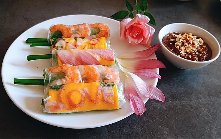 Món gỏi cuốn hoa sen của chị Thủy được nhiều độc giả nước ngoài khen ngợi vì sự sáng tạo.