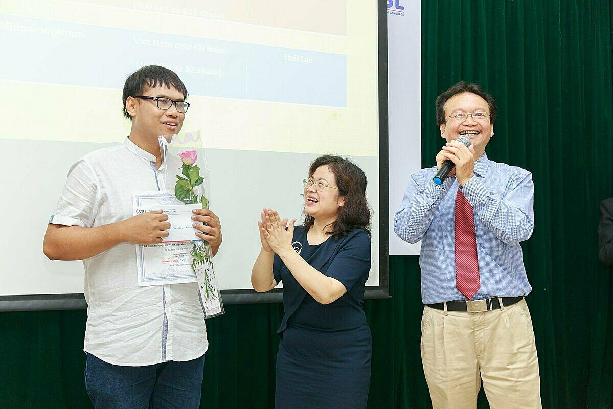 Tháng 5/2019, Apichit giành giải nhất cuộc thi Thư Việt Nam do Câu lạc bộ Sứ giả văn hóa, Trường ĐH Khoa học Xã hội & Nhân văn - ĐH Quốc gia Hà Nội tổ chức. Ảnh: Nhân vật cung cấp.