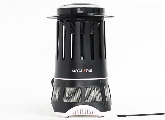 Đèn bắt muỗi cao cấp Mega Star DM006 giảm 27% còn 290.000 đồng; dùng công suất điện thấp, không phát nhiệt nên rất tiết kiệm điện cũng như có tuổi thọ lâu dài, độ bền cao. Ánh sáng của đèn cũng rất dịu nhẹ không nhấp nháy gây khó chịu như đèn huỳnh quang, có thể thay đèn ngủ.