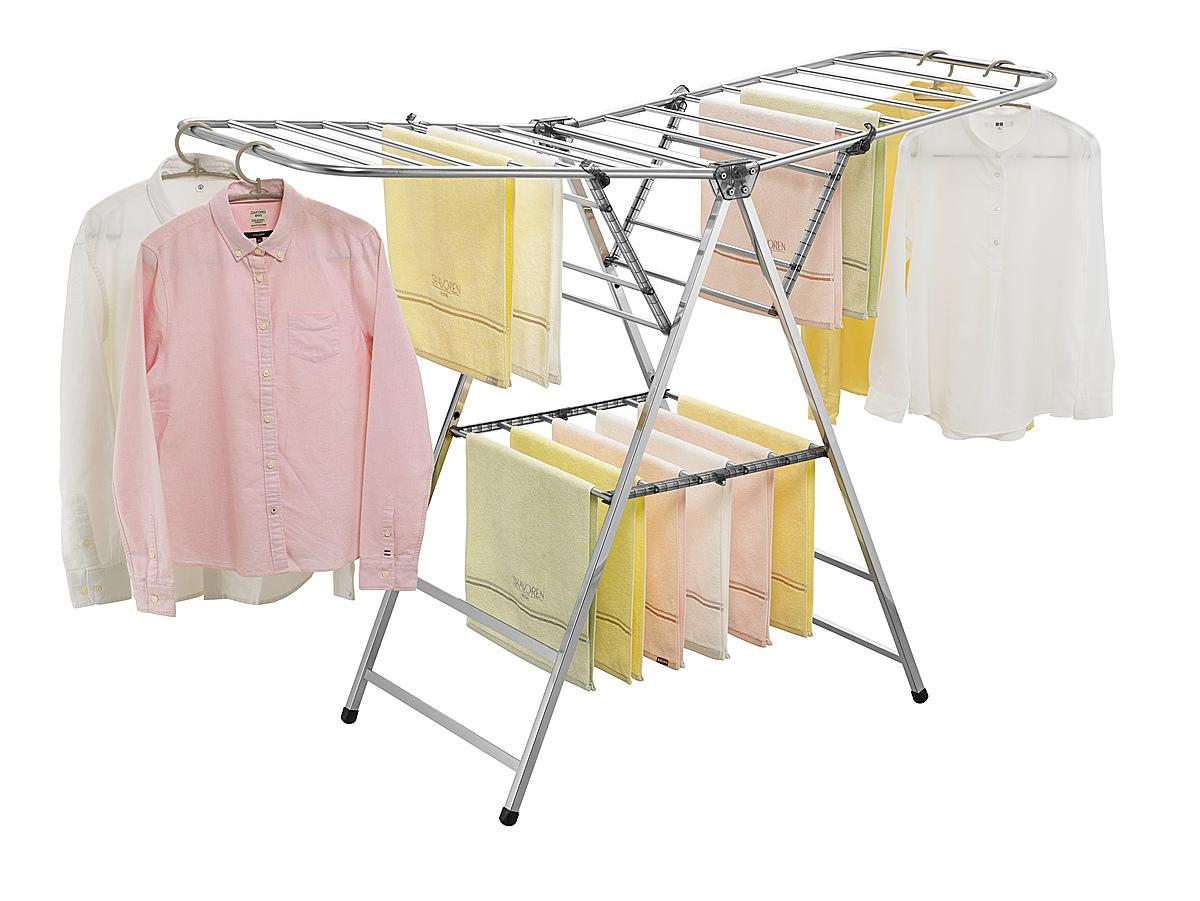 Giàn phơi thông minh Hàn Quốc để sàn inox Wellex CPM giảm 15% còn 2,12 triệu đồng; tích hợp đầy đủ cả chức năng phơi và giá phơi đỡ đồ cố định. Khi giá phơi mở ra, giá đỡ được hỗ trợ tự động trên giá phơi. Thanh phơi liên kết chắc chắn, cố định. Giàn phơi giúp bạn phơi quần áo được nhiều hơn bằng cách sử dụng kẹp quần áo (Kẹp quần áo lên trên, kéo đồ phơi xuống bên dưới).