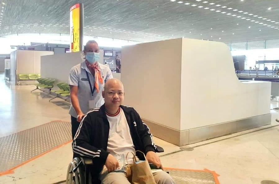 Minh Nhân tại sân bay Pariss sáng 28/6. Ảnh: Võ Quang Dũng cung cấp.