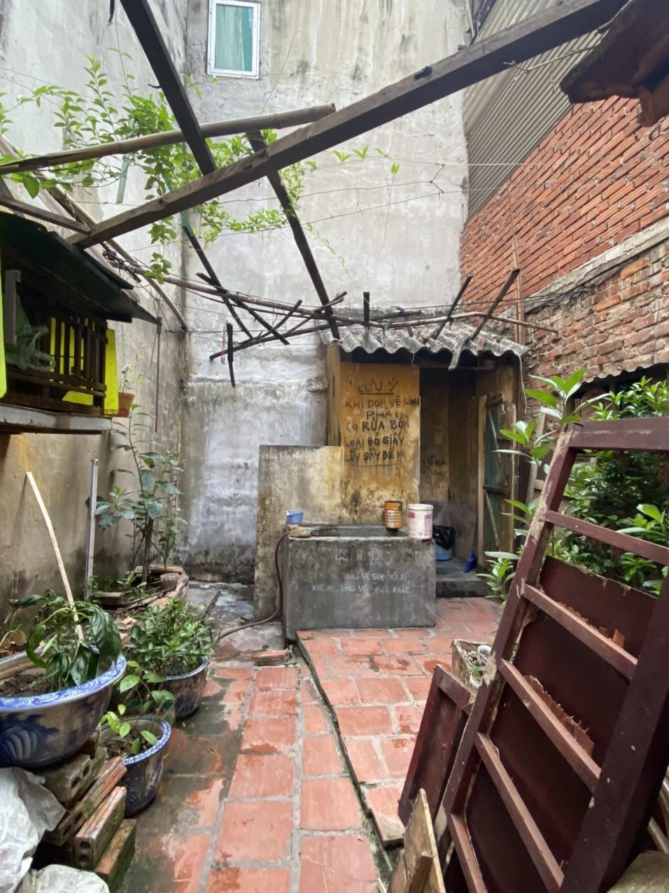 8 gia đình phố cổ dùng chung nhà tắm - 2