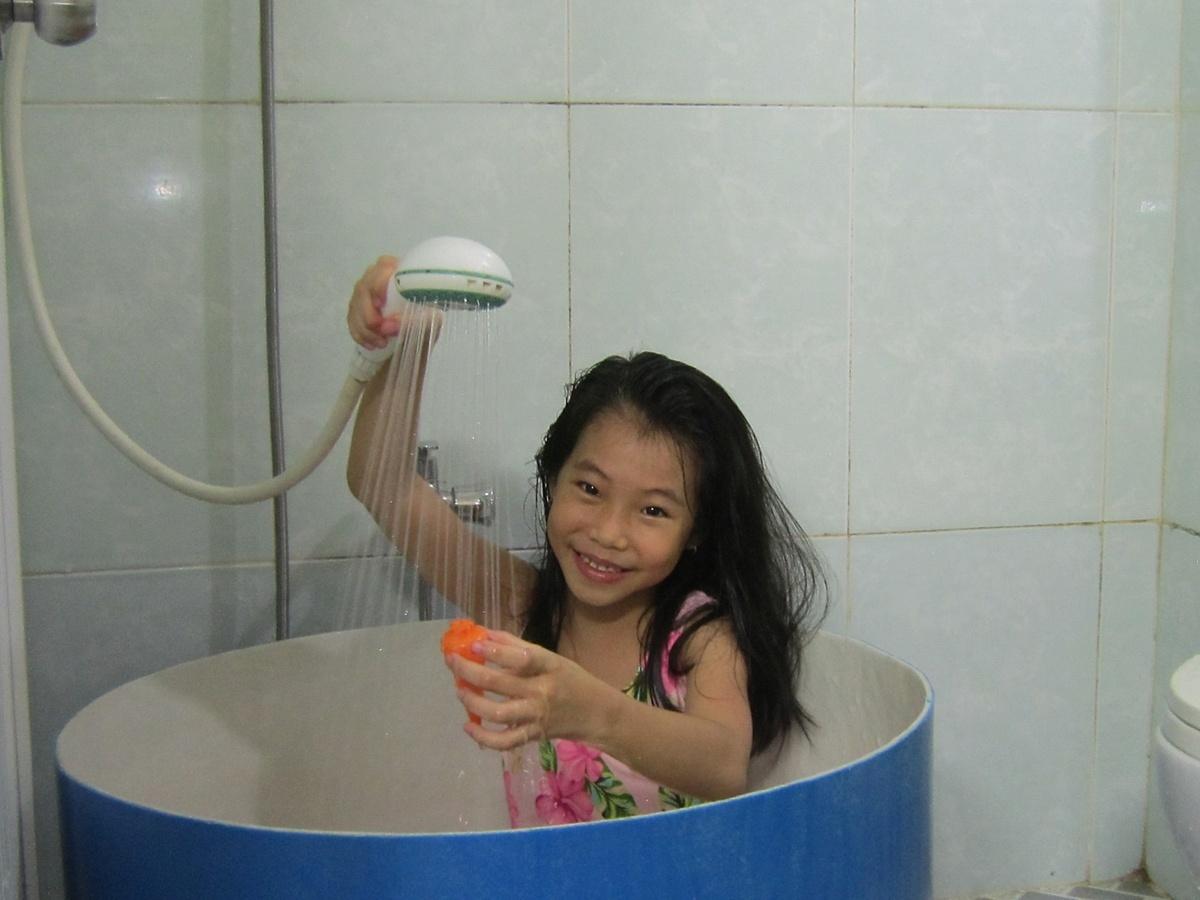 Tôi muốn thực hiện ước mơ có bồn tắm cho con.