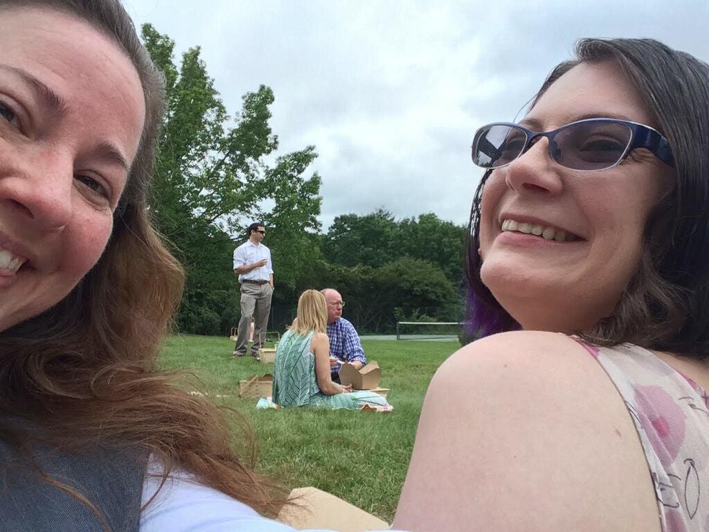 Miles Bratton (trái) cho biết cô muốn đăng ký kết hôn với Anne-Marie Taylor, người cô xem là bạn đời gắn bó của mình. Ảnh: New York Times.