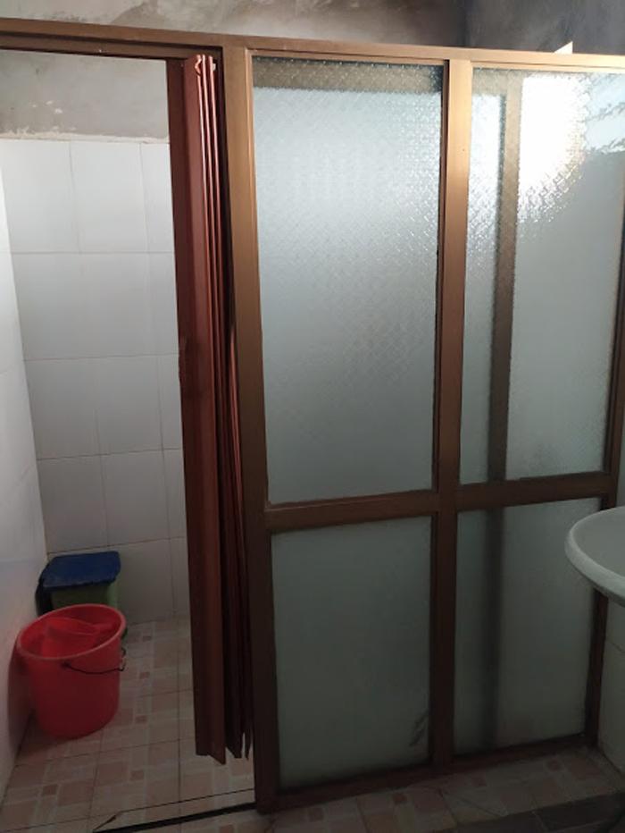 Cánh cửa bị hỏng.