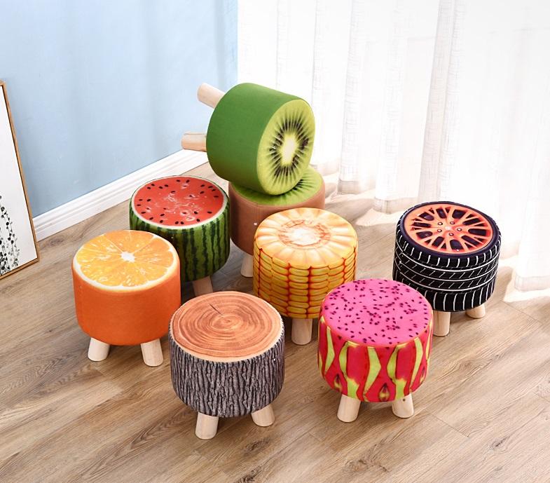Ghế đôn chân gỗ hoa quả giảm 35% còn 215.000 đồng; có 7 mẫu hoa quả, trọng lượng 2,5 kg. Bề mặt ghế chống trầy xước; không cong vênh; vân gỗ đều màu; độ cứng cao.