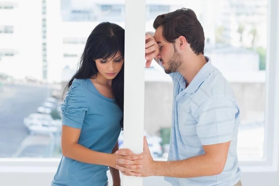 Có một số người bị ám ảnh bởi tình cũ đến mức không thể nào dễ dàng buông tay và bước tiếp. Ảnh: Shutterstock.