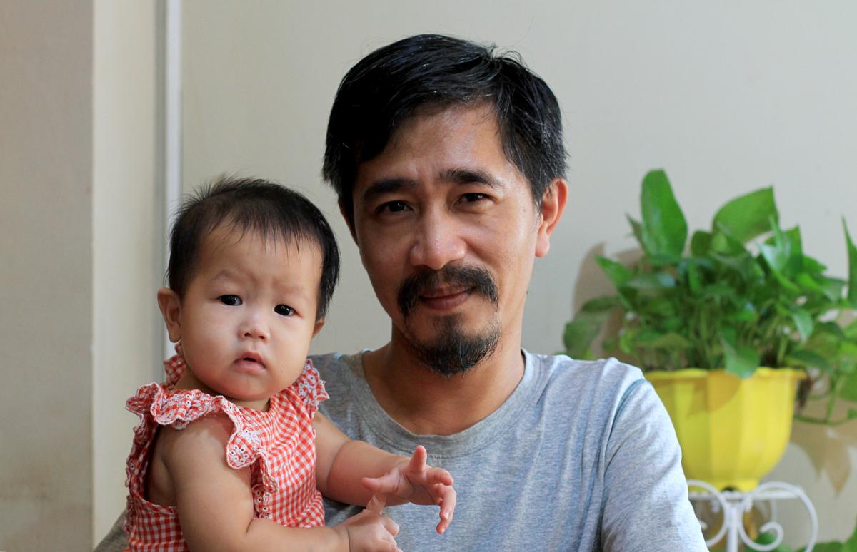 Vừa trở về sau chuyến cứu hộ rùa Côn Đảo được một tháng, anh Tuấn lại đang lên kế hoạch cho kỳ nghỉ hè được xả năng lượng của hai con. Ảnh: Phan Dương.