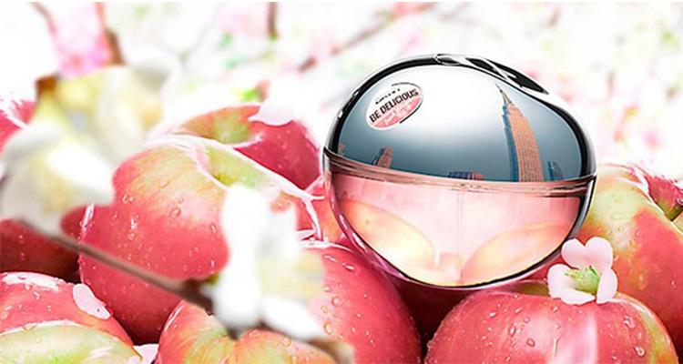 Nước hoa nữ mini DKNY Fresh Blossom EDP 30 ml giảm 50% còn 700.000 đồng; kết hợp giữa mùi thơm trái cây của bưởi, trái mơ, và trái lý chua màu đen ngay tại hương đầu cùng với hương thơm đầy quyến rũ của cánh hoa nhài và hoa hồng. Mùi hương mang lại cảm giác vui tươi, đa tình và kết thúc nghe như hương thơm của mùa xuân, đầy năng lượng và tươi mát. Sau khi lắng xuống ổn định trên da, hương nước hoa này quay trở lại hương thơm trái cây như DKNY Be Delicious phiên bản gốc với mùi gỗ ấm áp.