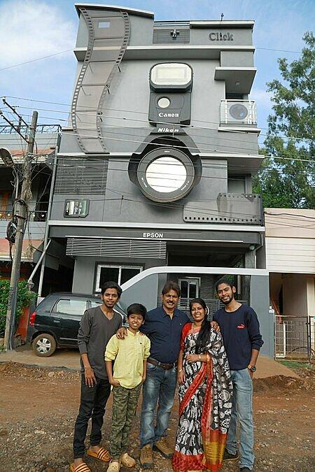 Ravi và vợ con. Ảnh: Indiatimes.