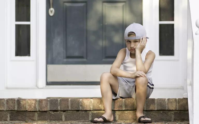 Có hành vi xấu ở trẻ cần bỏ qua, nhưng cũng có những hành vi phải chấn chỉnh ngay. Ảnh: Parents.