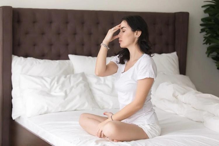 Hít thở sâu có thể làm giảm lo lắng, giúp một người ngủ, kiểm soát cơn thèm thuốc và kiểm soát cơn giận. Ảnh: Shutterstock.