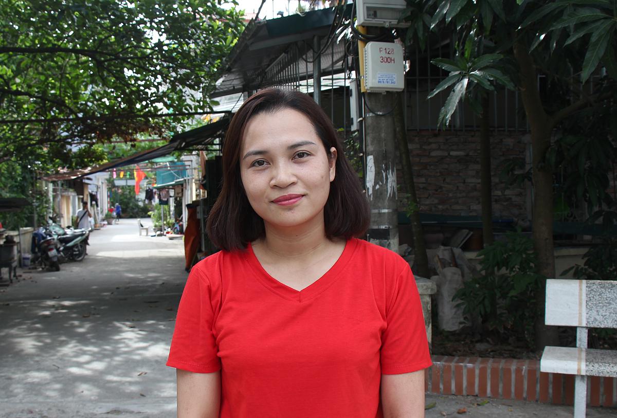 Chị Phạm Thị Bích Thuận là độc giả may mắn đầu tiên nhận suất cải tạo trị giá tới 100 triệu đồng.