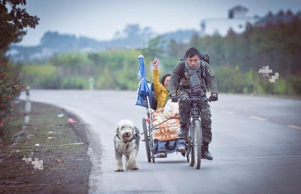 Ngọc Châu và Lại Mẫn trên hành trình với 200 tệ năm 2015. Ảnh: Zhuanlan.