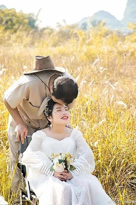 Sau 6 năm bên nhau, đôi uyên ương đã có một đám cưới cổ tích. Ảnh: Zhuanlan.