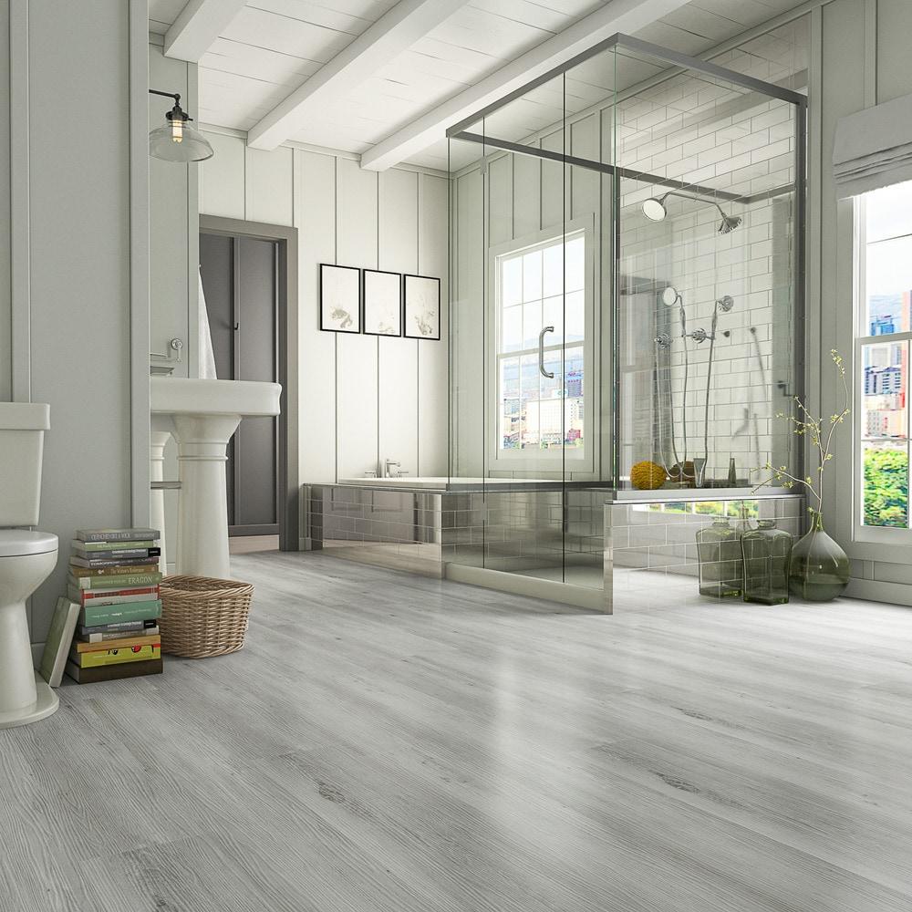 Gạch gốm, sứ và vinyl là những chất liệu tốt nhất để lát sàn phòng tắm. Ảnh: Builddirect