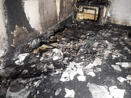 Ngôi nhà bị cháy rụi sau kế hoạch cầu hôn lãng mạn. Ảnh: Dịch vụ cứu hỏa và cứu hộ Nam Yorkshire.