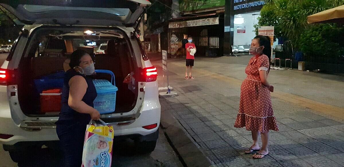 Mới hoạt động chưa được một tuần nhưng đội xe miễn phí đã giúp hơn 50 sản phụ đến bệnh viện sinh nở an toàn. Ảnh: Ngọc Vũ.