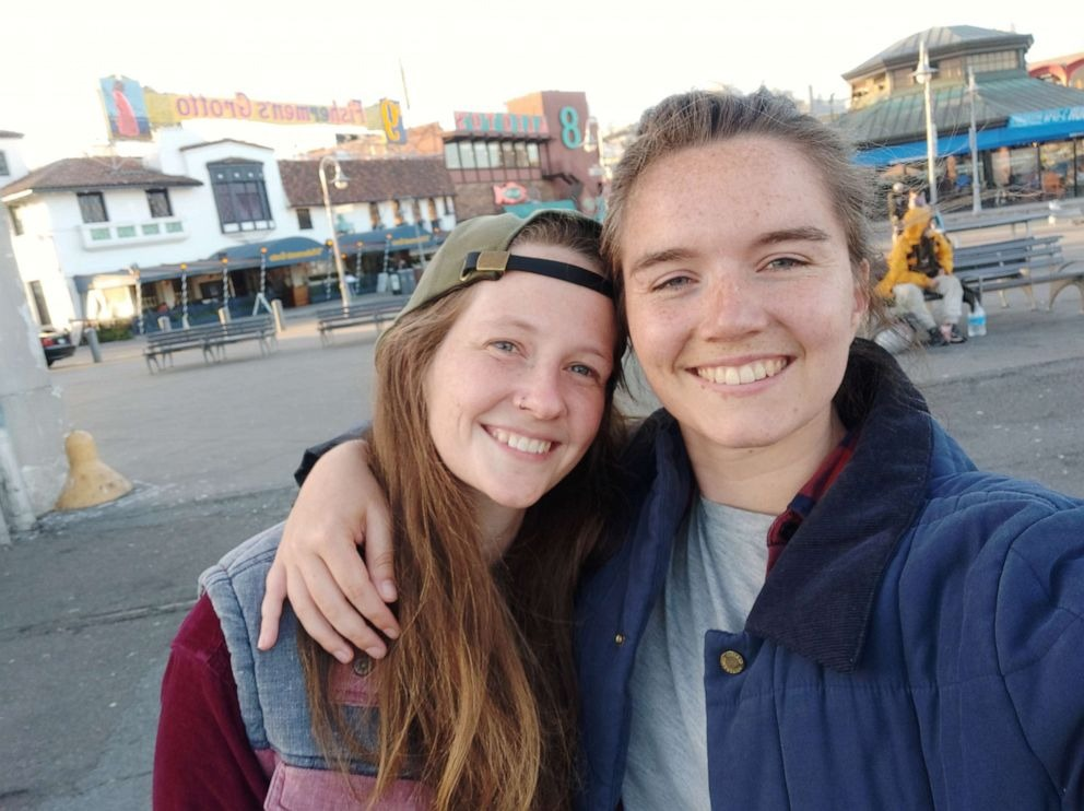 Bernier ODonnell (trái) từ Paris bay đến Mexico, sau đó bay đến California để gặp bạn gái Amelia Franklin. Ảnh: ABC.