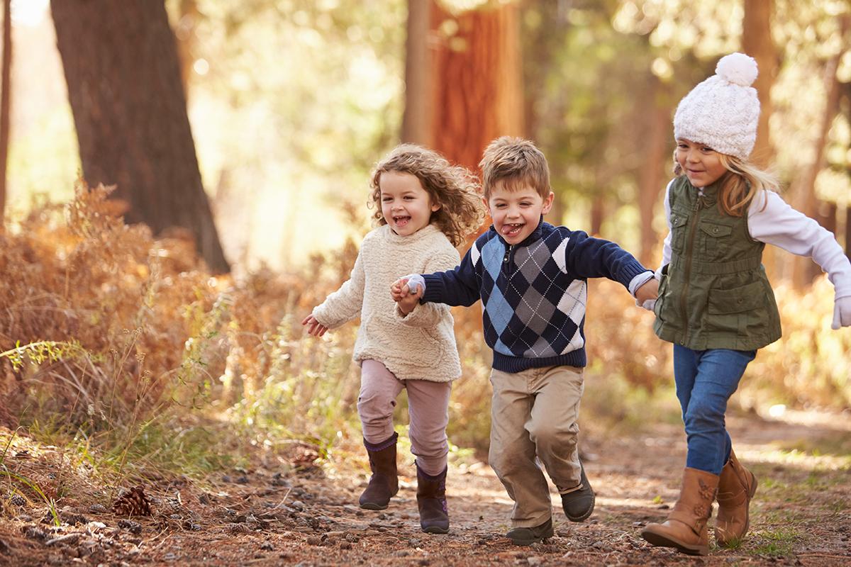 Các hoạt động nhóm giúp cho trẻ tìm thấy niềm vui, tiếng cười, điều này vô cùng quan trọng trong sự lớn lên và trưởng thành của đứa trẻ. Ảnh: Adobe Stock.