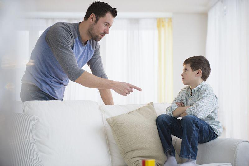 Một người cha đã đổ tại con mà cuộc hôn nhân của anh tan vỡ. Ảnh: Littlethings.
