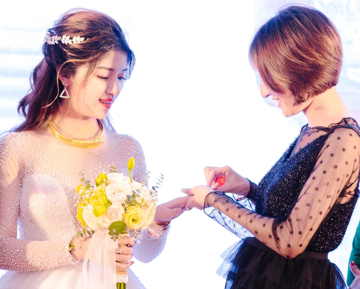 Thảo đã đổi ngày cưới của mình để có mặt trong ngày cưới bạn thân. Ảnh: Nhân vật cung cấp.
