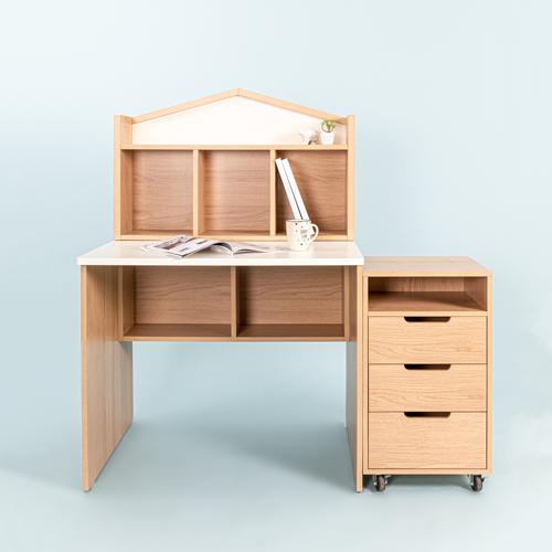 Bàn học gỗ MOHO HOSSI   2.790.000đ (-35%)Kích thước :     120x75x133cmPhù hợp :     Văn phòngChất liệu :     Gỗ công nghiệpTrọng lượng :     40 kgKích thước :     120x75x133cmMàu: Gỗ Phối TrắngChất liệu: Gỗ PB đạt chuẩn CARB-P2Kích thước:+ Chiều dài: 120 cm, Chiều rộng: 75 cm, Chiều cao: 133 cm