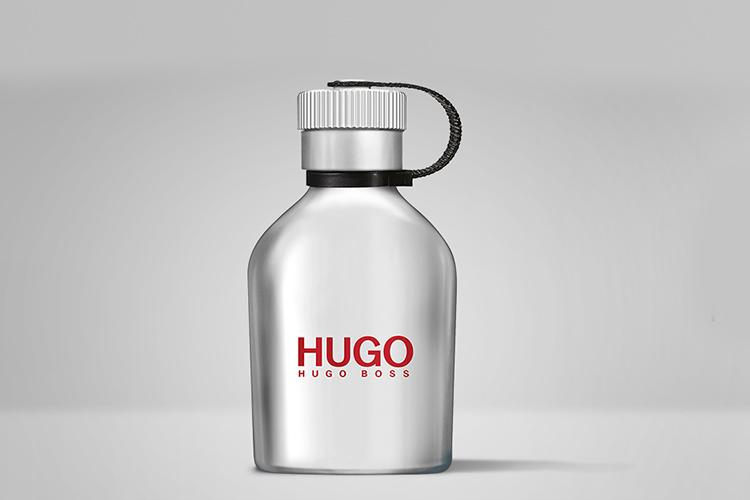 Nước hoa Hugo Iced Hugo Boss for men chai 75 ml giảm 30% còn 1,18 triệu đồng, với hương đầu là cây bạc hà, trà; hương giữa có cây bách xù, cam đắng; cỏ hương bài cho hương cuối cùng. Chai có thiết kế lạ mắt, chắc chắn, xung quanh được mạ lớp chrome bao phủ bằng chiếc nắp kim loại gắn kèm tượng trưng cho người đàn ông thích xê dịch. Sản phẩm này thích hợp cho những người đàn ông trưởng thành, thích tìm kiếm hương vị tươi mát, sảng khoái, giữa những ngày nóng bức.