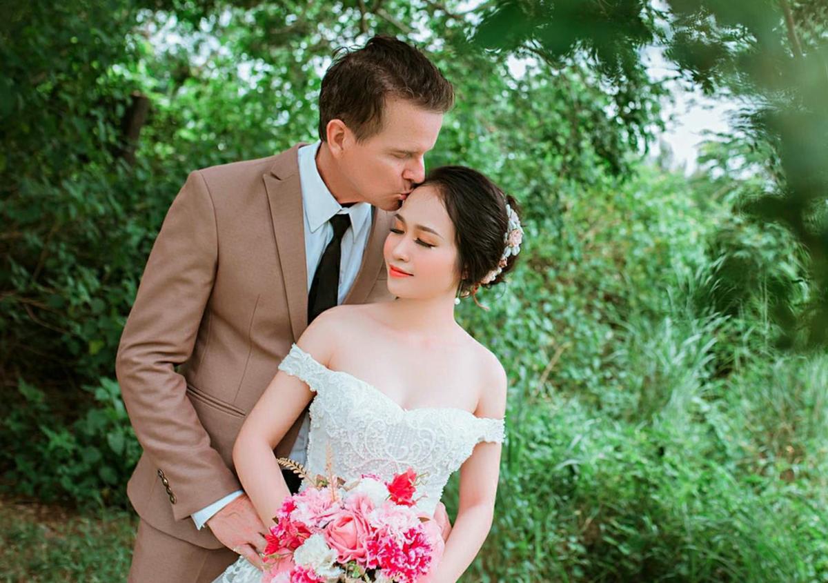 Anh Harvey 50 tuổi mất hai năm chinh phục cô gái Việt kém mình 24 tuổi. Ảnh: Nhân vật cung cấp.