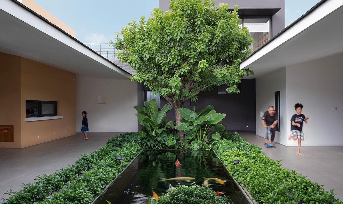 Khu vườn và các không gian chung được bố trí ở trung tâm căn nhà. Ảnh: Taa Design.