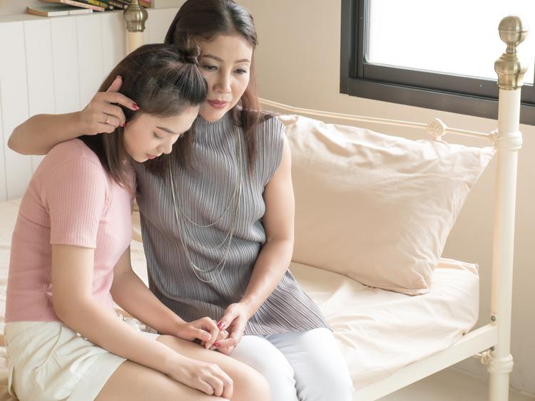 Cha mẹ đồng hành với trẻ ở giai đoạn tuổi teen sẽ giúp trẻ được định hướng đúng cách, kể cả trong tình yêu. Ảnh minh họa.