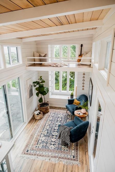 Ngôi nhà có trần cao 13m2, có gác xép và đầy đủ tiện ích. Ảnh: Businessinsider.