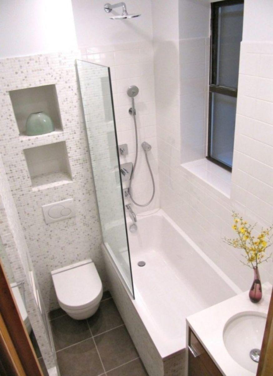 Bỏ cửa buồng tắm: Để tiết kiệm không gian, chủ nhà có thể thay cửa buồng tắm bằng một tấm kính để vẫn đảm bảo nước không bắn ra ngoài khu vực khô.