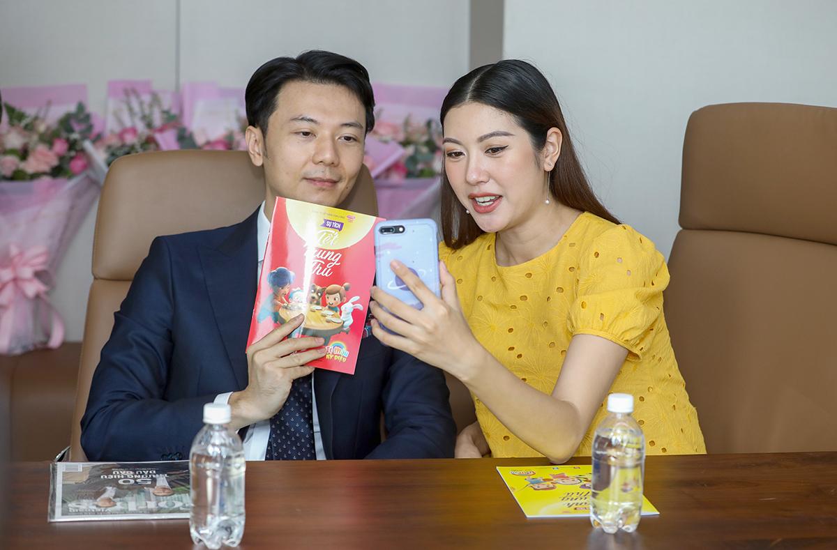 Vợ chồng Thúy Vân - Nhật Vũ sẽ mua sách và tô màu cùng em bé sắp chào đời.