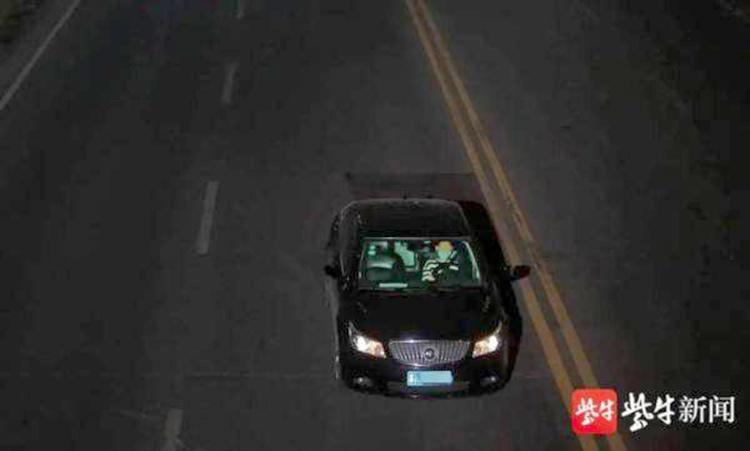 Hình ảnh cảnh sát huyện Tứ Dương thu được khi cậu bé 11 tuổi lái xe quanh thành phố. Ảnh: yangtse.com