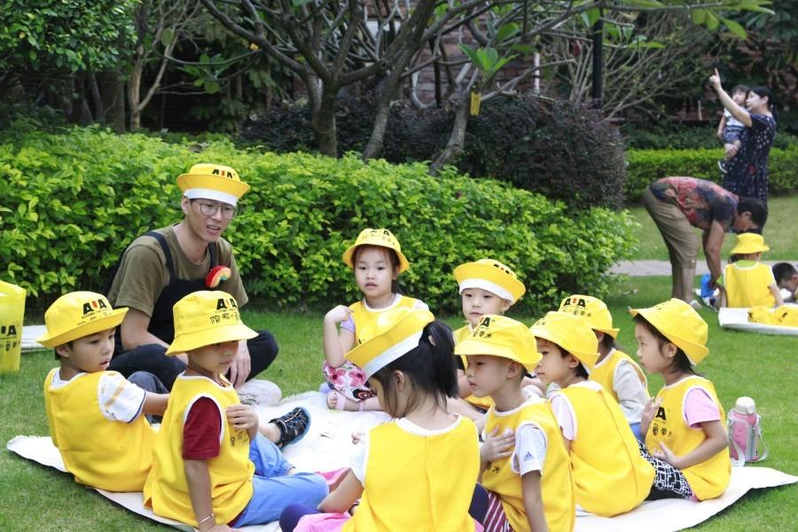Những đứa trẻ mẫu giáo trong chuyến đi chơi ở công viên trước đại dịch. Cuộc đua giáo dục ở Trung Quốc không chỉ bắt đầu từ tuổi mẫu giáo, mà còn từ khi mang bầu. Ảnh: Zeng Shi / SPH.